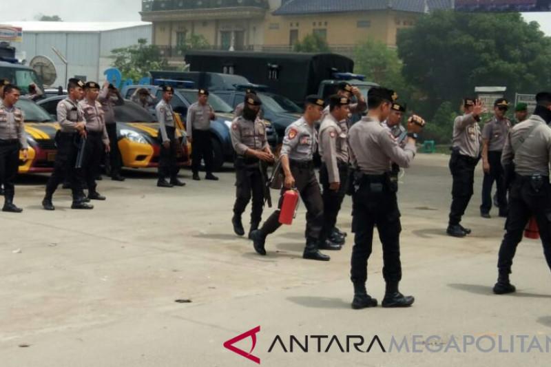 Kantor Desa Cangkong Karawang dirusak massa