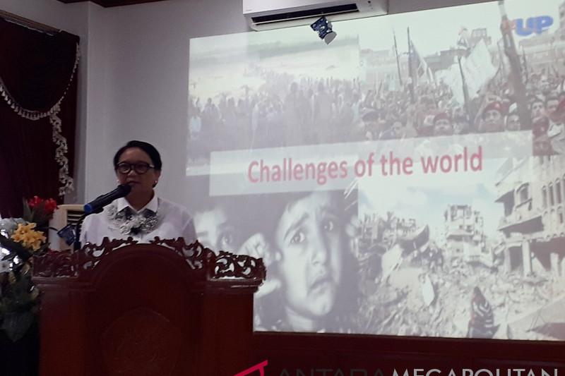 Menlu paparkan diplomasi dihadapan mahasiswa UP