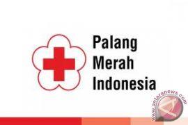 PMI Lhokseumawe bagi takjil sambil kampanye donor darah
