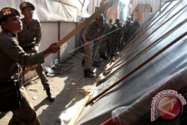Satpol-PP Kota Lhokseumawe tertibkan bangunan liar