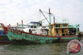 Tim gabungan sita alat tangkap nelayan Aceh Barat