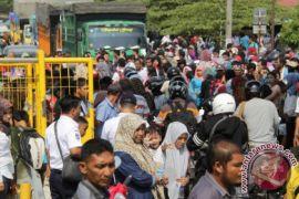 Ribuan wisatawan padati lokasi wisatawa di Sabang