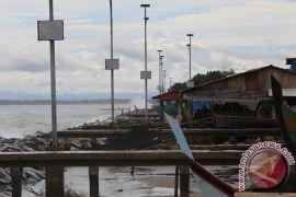 Hindari ombak tinggi, warga pesisir Lhokseumawe pindah