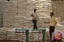 Bulog Aceh siap penuhi permintaan beras medium