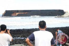 Batubara tumpah ke pantai Nagan Raya