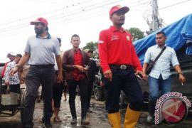Ketua DPRA dan Mualem kunjungi korban banjir