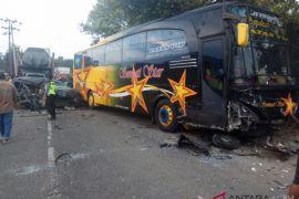 Ibu dan anak tewas ditabrak bus di  Sigli