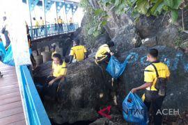 Polisi bersihkan objek wisata Tapak Tuan Tapa, Aceh Selatan