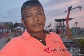 Nelayan Abdya tambatkan perahu di pelabuhan Syahbandar