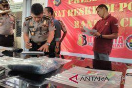 Polisi sita sejumlah barang bukti pembunuhan sekeluarga