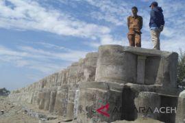 KKP sudah bangun 1,5 km tanggul beton pantai