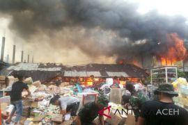 Anggota DPRA bantu korban kebakaran