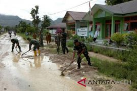 Lumpur tutupi jalan tanggungjawab Pemkab Aceh Selatan