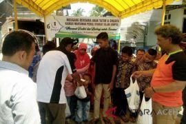 KWPSI bagikan daging untuk 85 anak yatim