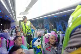 Tiap malam polisi bersenjata kawal bus penumpang
