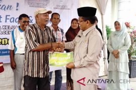 Puluhan mualaf terima paket Ramadhan