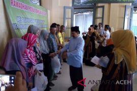 ICMI Orwil Aceh bagikan paket untuk dhuafa