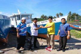 Koperasi perikanan Abdya terima bantuan kapal