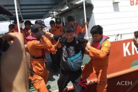 Tim SAR evakuasi anak buah kapal tanker