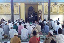 Aba Lamno isi pengajian ulama umara di Aceh Timur