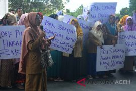 Puluhan honorer pemkab Abdya unjuk rasa