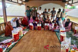 Cahaya Aceh salurkan Sembako untuk warga miskin