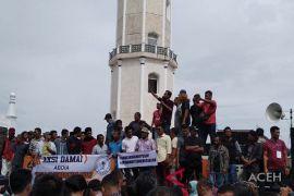 Massa KMAB tuntut KPK bebaskan Irwandi Yusuf