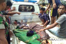 Kakek dan cucunya tewas ditabrak truk di Aceh