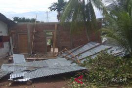 Belasan rumah diterpa badai di Aceh Besar