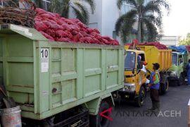 BEA Cukai Aceh hibahkan bawang merah