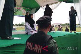 Empat pelanggar syariat Islam jalani eksekusi cambuk