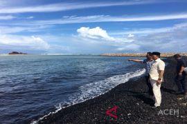 Gubernur Aceh tinjau tumpahan batubara cemari laut