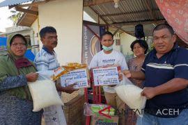Relawan alumni SMAN-1 Meureubo bantu Palu
