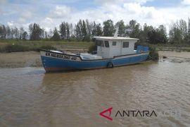 Kapal bantuan KKP di Aceh Barat telantar