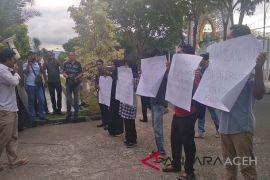 Mahasiswa tuntut wali kota Banda Aceh tuntaskan air bersih
