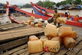 Nelayan Pulau Aceh kesulitan solar
