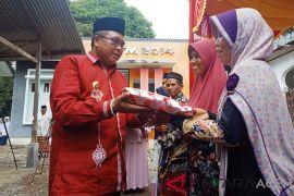 Bupati: jangan layani masyarakat tak berbusana Islami