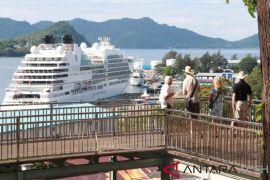 Wisatawan kapal pesiar kagumi pesona bahari Sabang