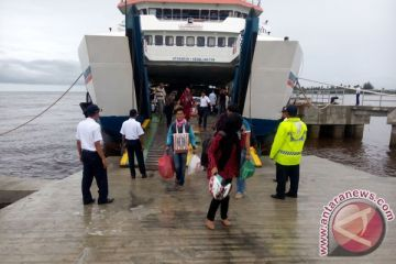 Arus balik - Pelabuhan Meulaboh dipadati calon penumpang
