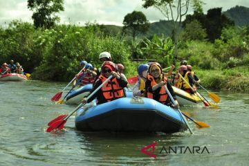 Menguji adrenalin arung jeram lukup Badak, Aceh Tengah