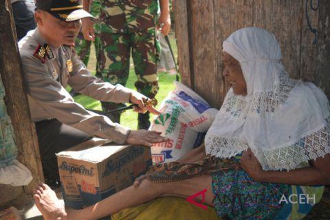 Warga miskin terima bantuan dari TNI/Polri Abdya
