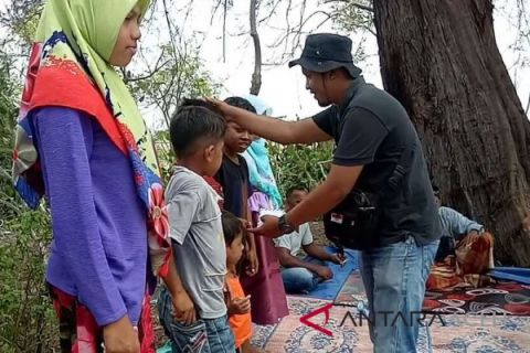 Komunitas pecinta alam doa bersama di objek wisata