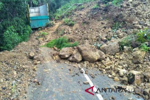 Jalan longsor dan amblas di Aceh Tengah