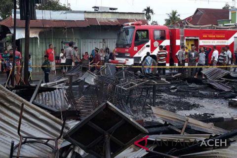 Enam kedai di pasar Geudong ludes terbakar