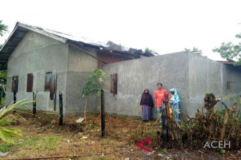 Rumah janda rusak diterpa angin di Aceh