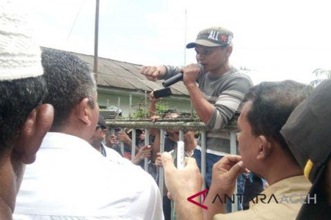 Pemuda singkil unjuk rasa ke PT Socfindo
