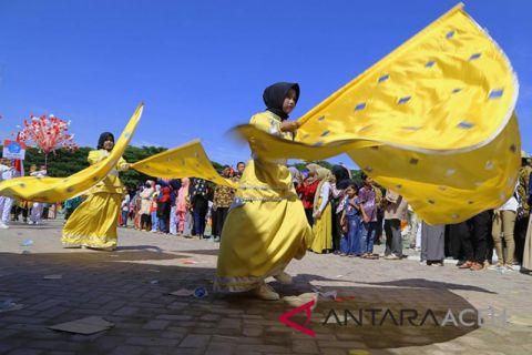 Ribuan pelajar se kota Lhokseumawe meriahkan pawai karnaval HUT RI