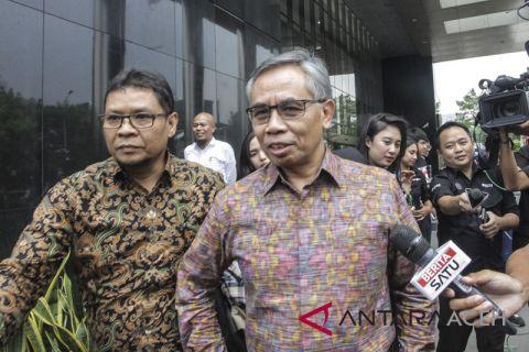 Ketua OJK diperiksa KPK terkait kasus century