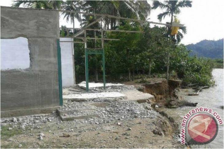 Dua rumah hanyut terbawa sungai di Aceh Tenggara