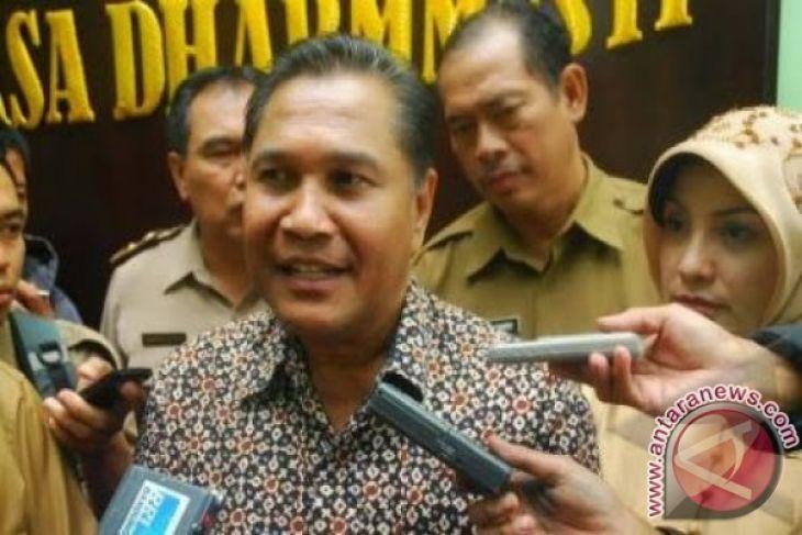 Mantan gubernur serahkan berkas pencalonan DPD